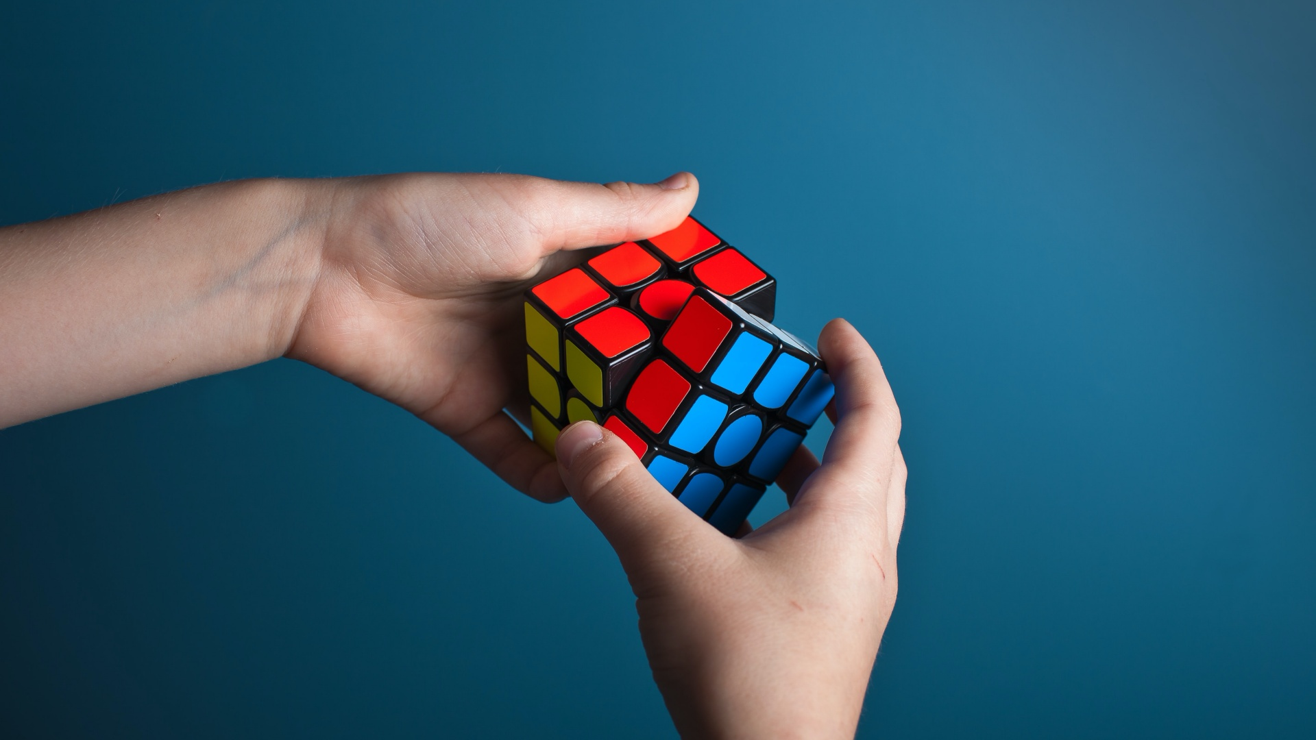 rubik-cube-olav-ahrens-rotne-unsplash-1920x1080