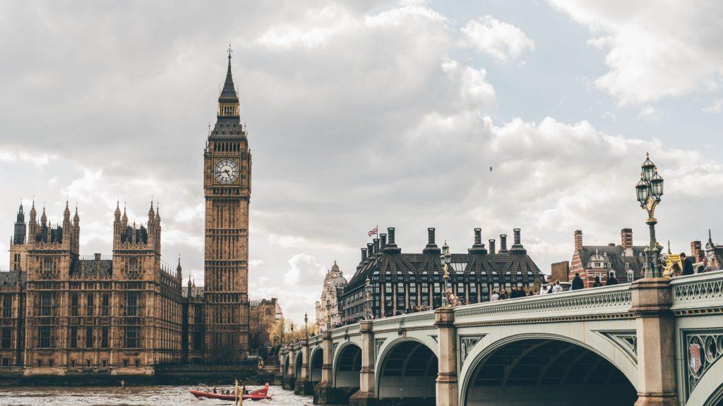 news tuition fee loan in marea britanie